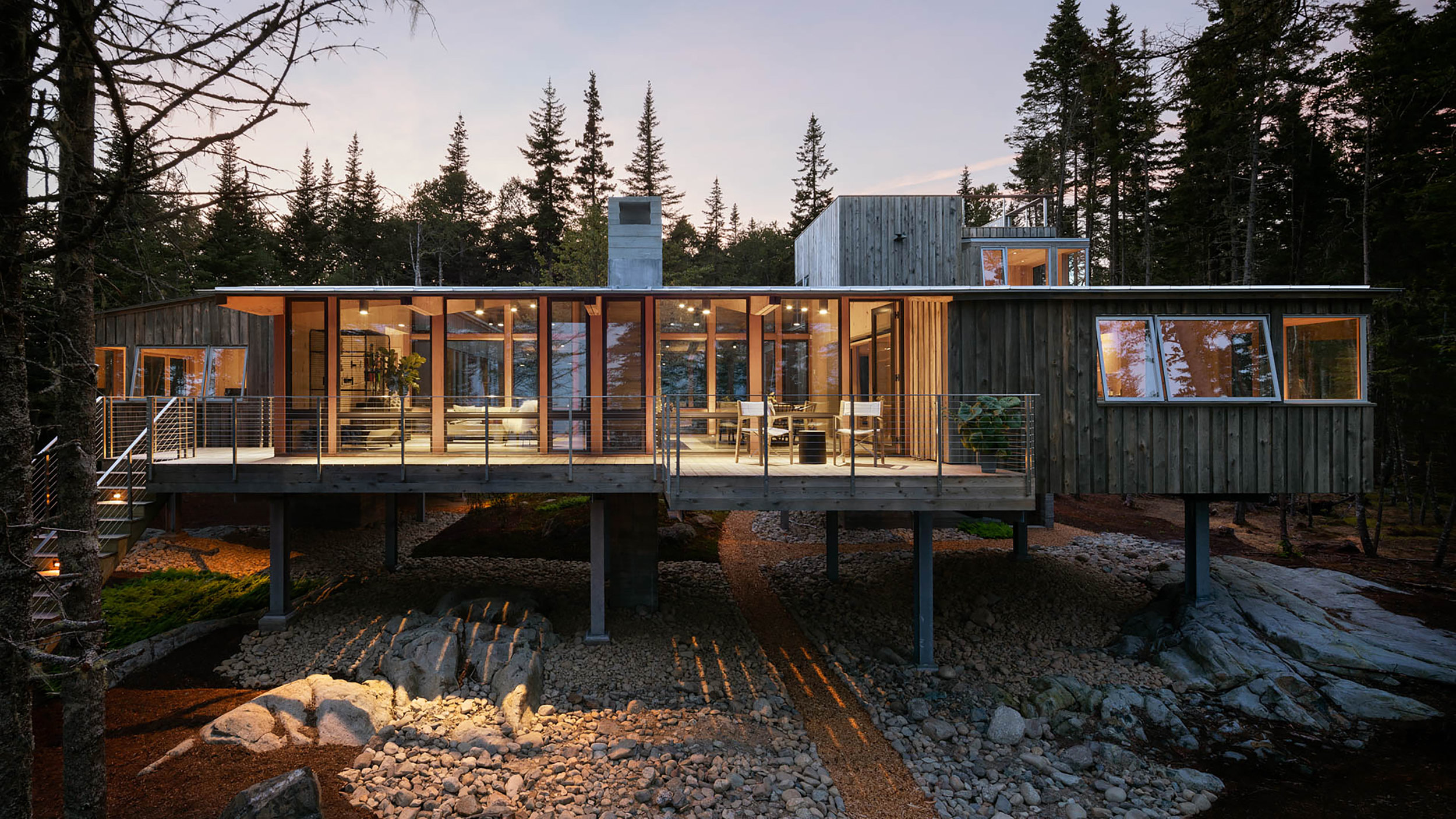 HONOR AWARD / RESIDENTIAL    Englishman Bay Retreat    WHITTEN ARCHITECTS   PHOTOGRAPHED BY TRENT BELL