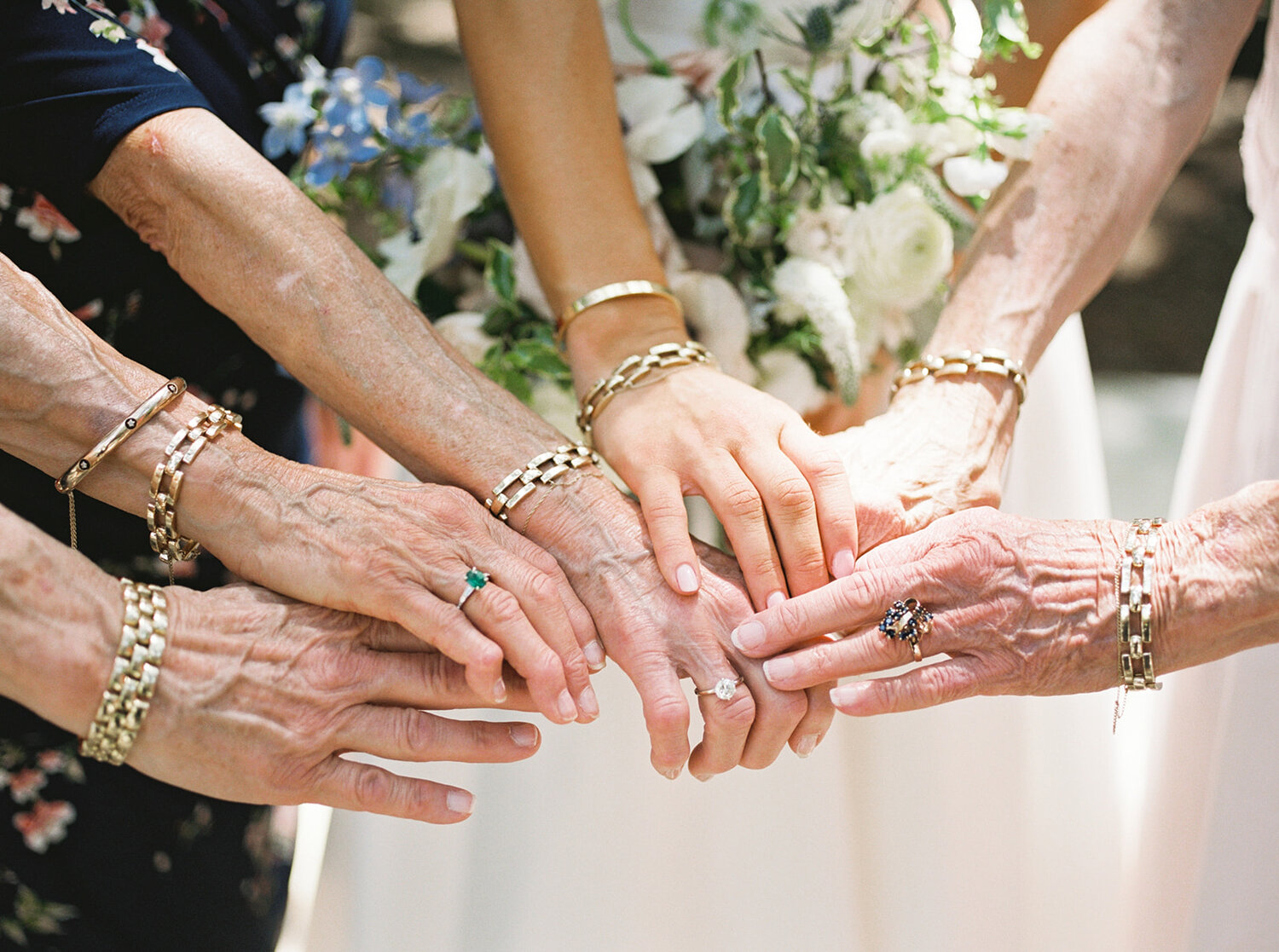 Mercury Hall Wedding | Brunch wedding | Family members with matching bracelets