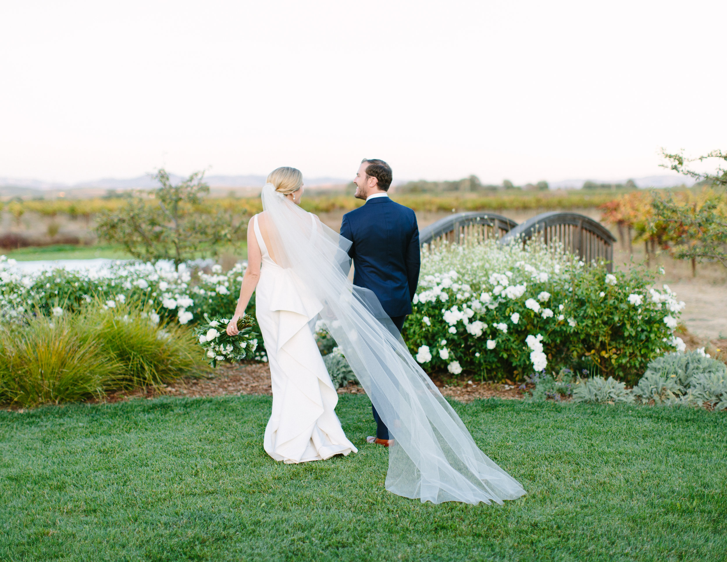 sonoma modern barn wedding 14.jpg