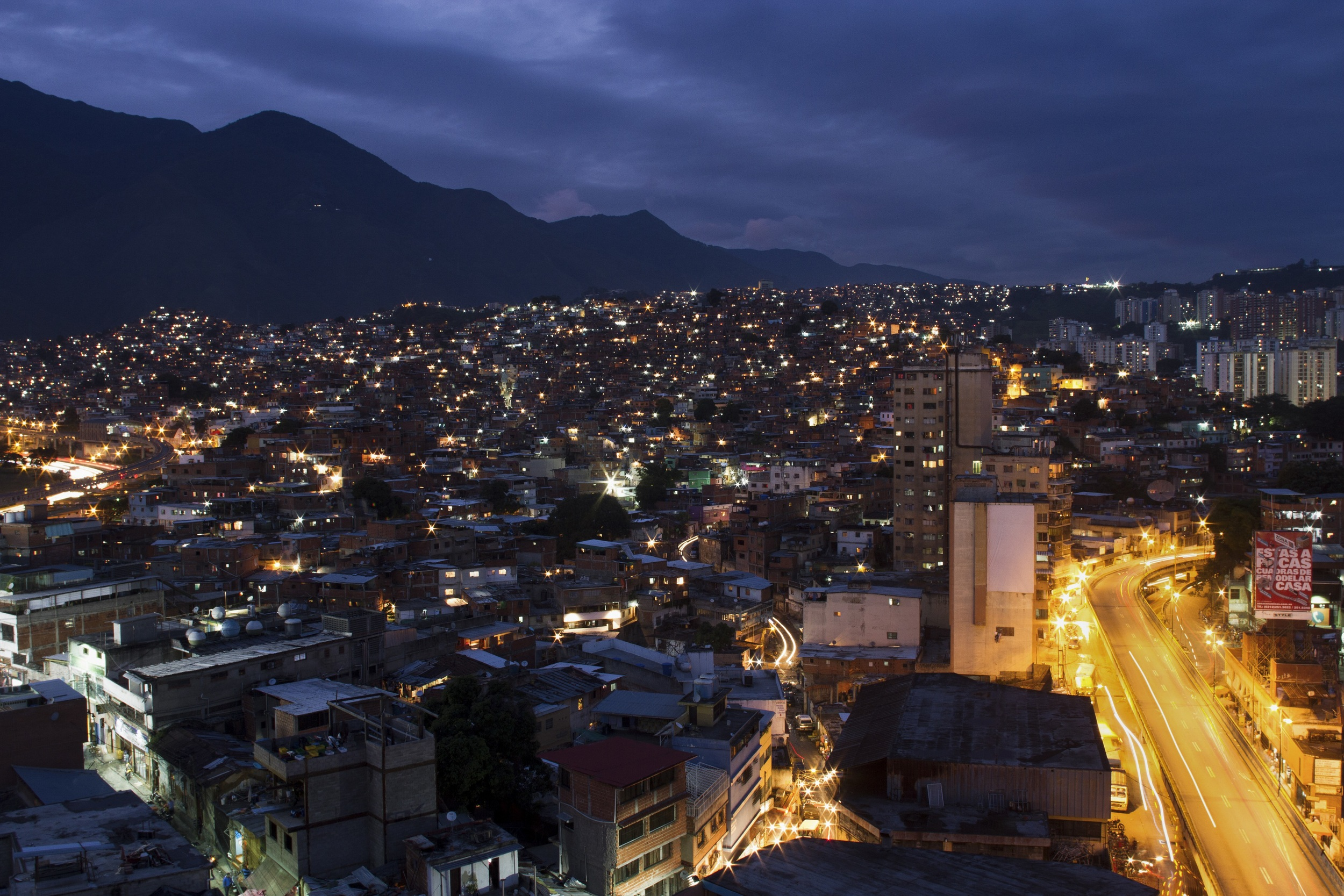 """Caracas, located on average at 1000 meters above sea level, has a variable topography. Its territorial extension occupies neighbourhoods in 30% to 50%. The metropolitan area has a population of approximately 5,380,668 inhabitants (2013). In Petare alone, there are more than 500,000 inhabitants."" (Source: Mayorship of Sucre).    ""  Caracas, ubicada en promedio a 1000 metros sobre el nivel del mar,  tiene una topograf'a variante. Su extensi—n territorial en barrios ocupa de 30% a 50%.  El área metropolitana  alberga una poblaci—n aproximada de 5.380.668 habitantes (2013). Solo en Petare viven más de 500.000 habitantes.  ""   (Fuente: Alcald'a de Sucre)."