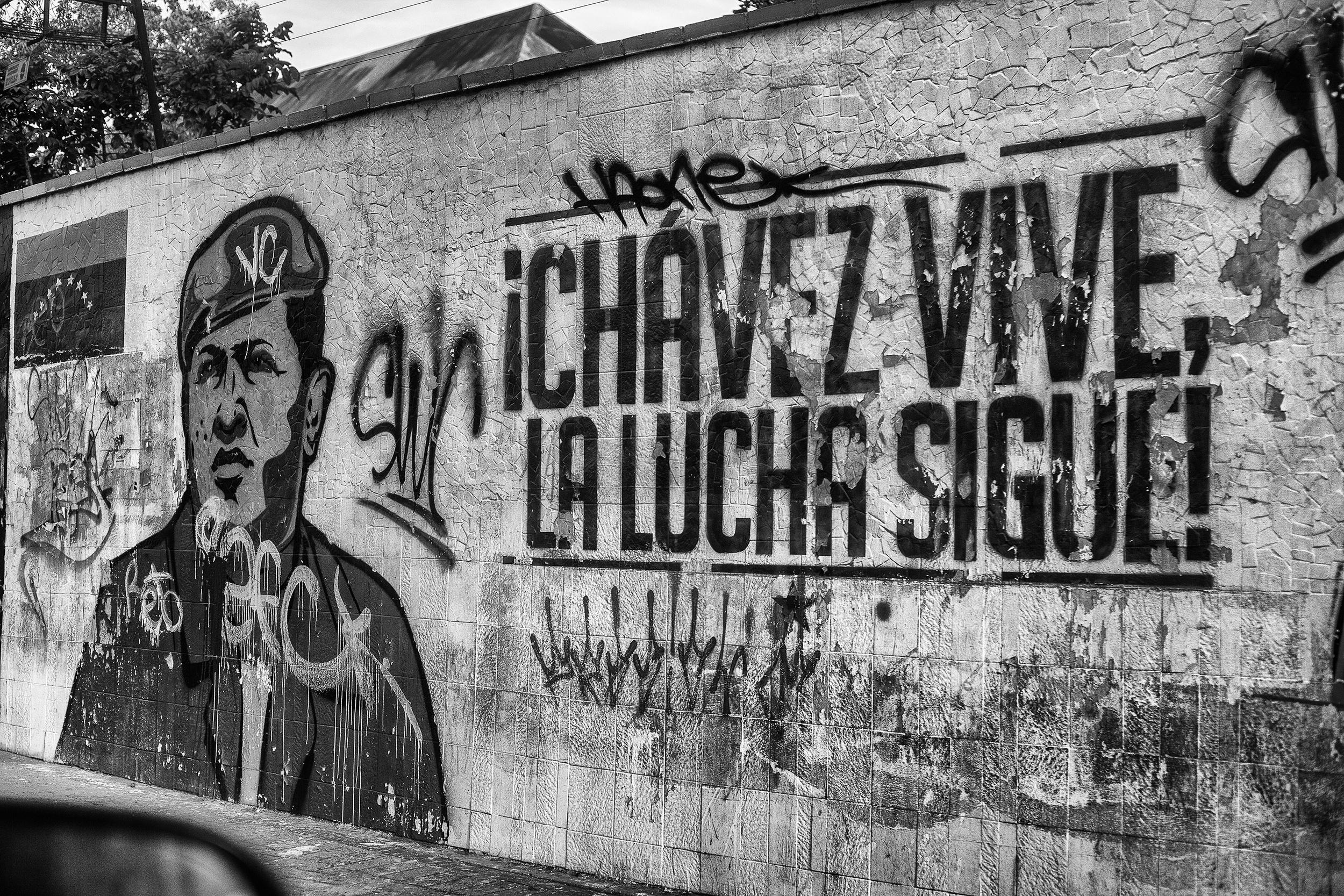 Wallwith graffiti of Chavez, in the Avenida Libertador (Liberator Avenue). Caracas, 17/07/14.