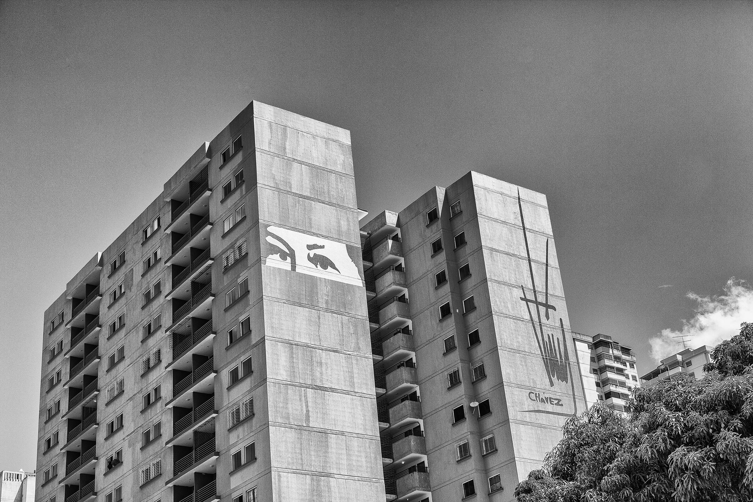 Eyes of Chavez on Misión Vivienda Building. Caracas, 07/07/14.