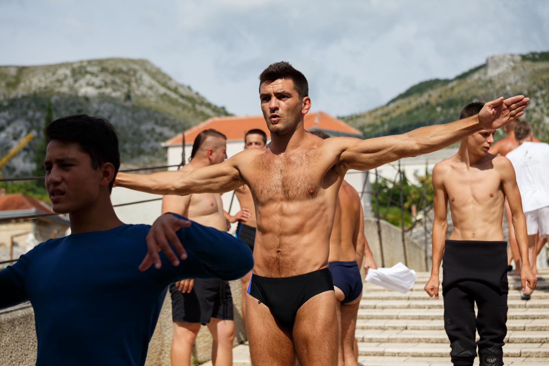 Igor Kazić warming up on the Old Bridge before the beginning of the 448th diving competition. He won first place in the feet-first dives category.     Igor Kazić se zagrijava na Starom mostu pred početak 448. takmičenja u skokovima sa Starog mosta u rijeku Neretvu u Mostaru. U kategoriji skokovi na noge osvojio je prvo mjesto.