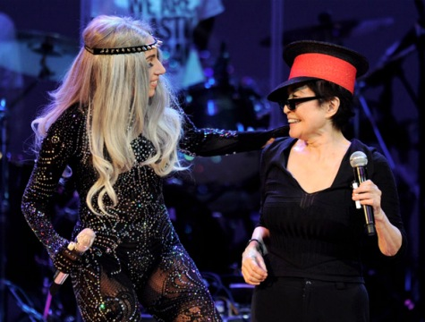 Lady-Gaga-Yoko-Ono-Los-Angeles-October-2010-Orpheum-Theater.jpg