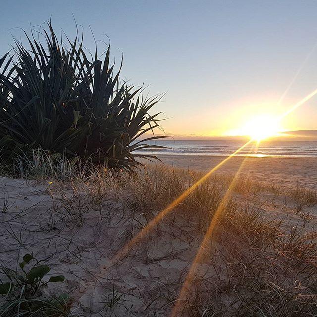 rays of light ~ perfect winters morning  #sunrisesnapper #raysoflight #earlymorningwalker #inspiredbynature #beachlife