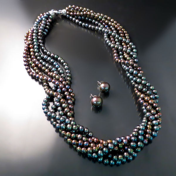 Luxury Glamour Jewellery: black pearl collar necklace and stud pearl earrings in white gold