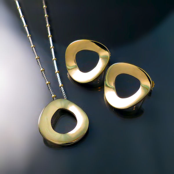 Modern sophisticated designer jewellery set pendant and earrings in 14K gold