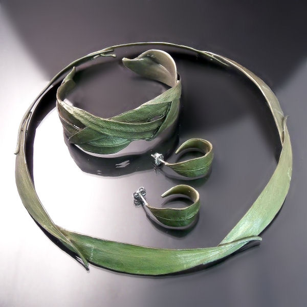 Unique designer jewellery leaf set with collar necklace bracelet and earrings bronze