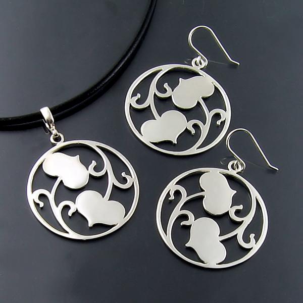 Designer and artisan jewellery in silver and gold at Hamilton Burlington jewellers Zoran Designs