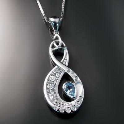 Custom jewellery: infinity pendant