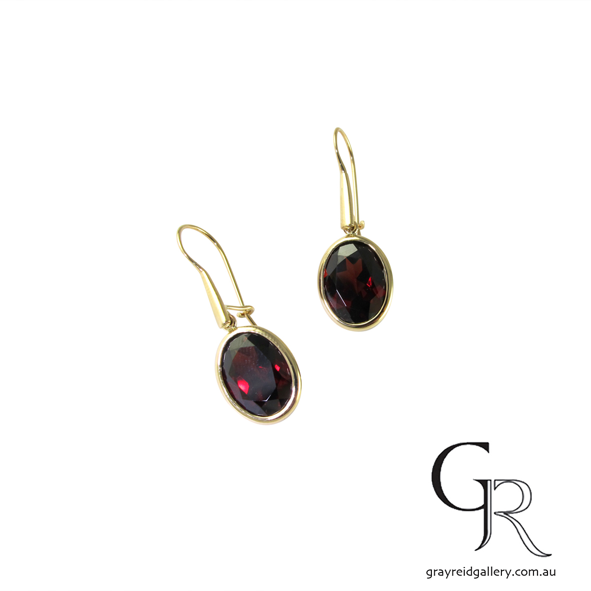 Faceted Garnet earrings in Yellow Gold