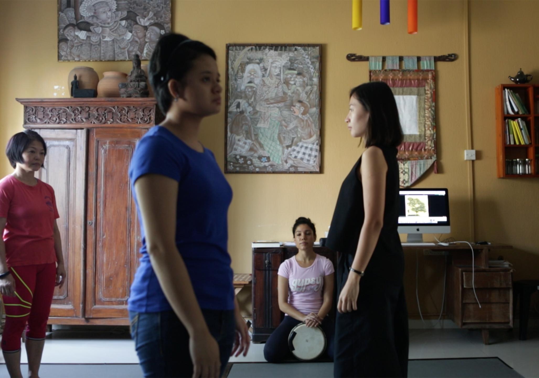 Figure 2 Workshop practice at Pink Gajah with Sharda Harrison Courtesy of Alecia Neo 2055 x 1441 HALF PAGE.jpg