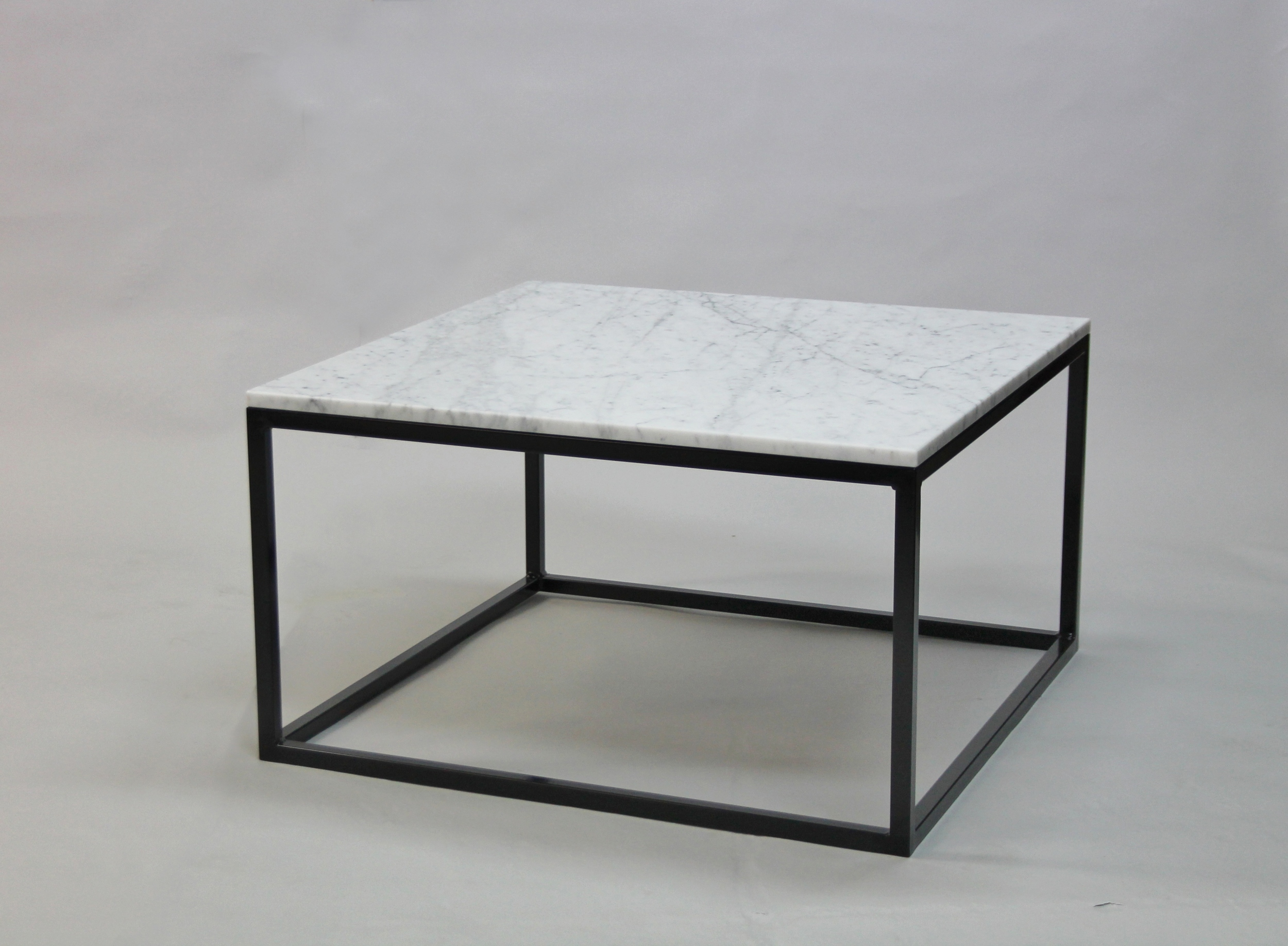 Marmorbord 80x80 H 45, svart kub underrede