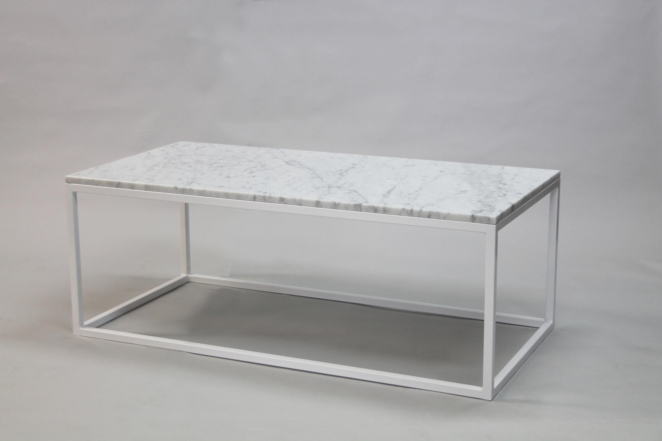 Marmorbord, vit - 120x60 x  45  cm, vitt underrede kub  Pris 6 500 :-  inkl frakt
