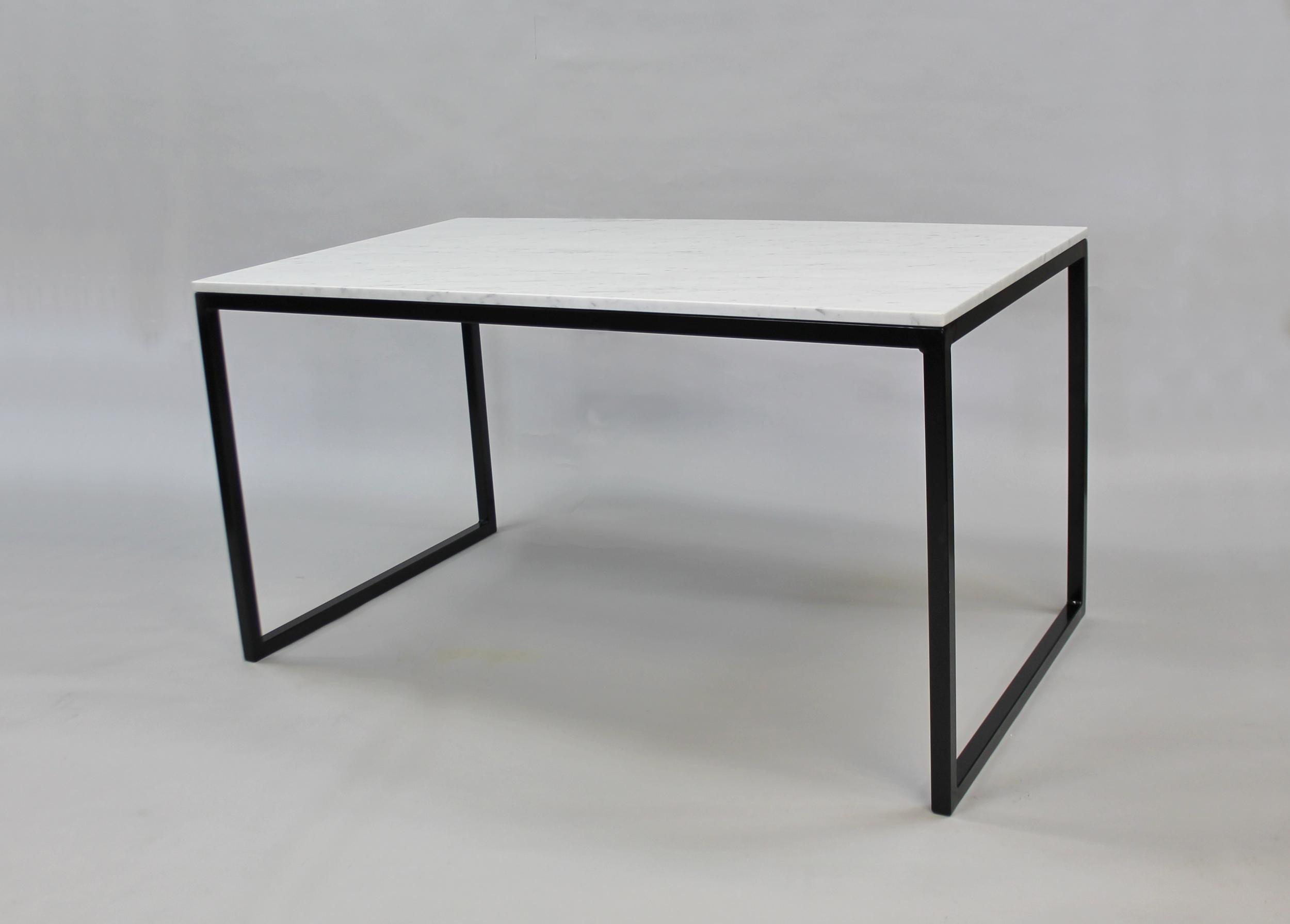Marmordbord, vit  - 140x80x74 vit marmor svart underrede kub   Pris 10 000:- inkl frakt