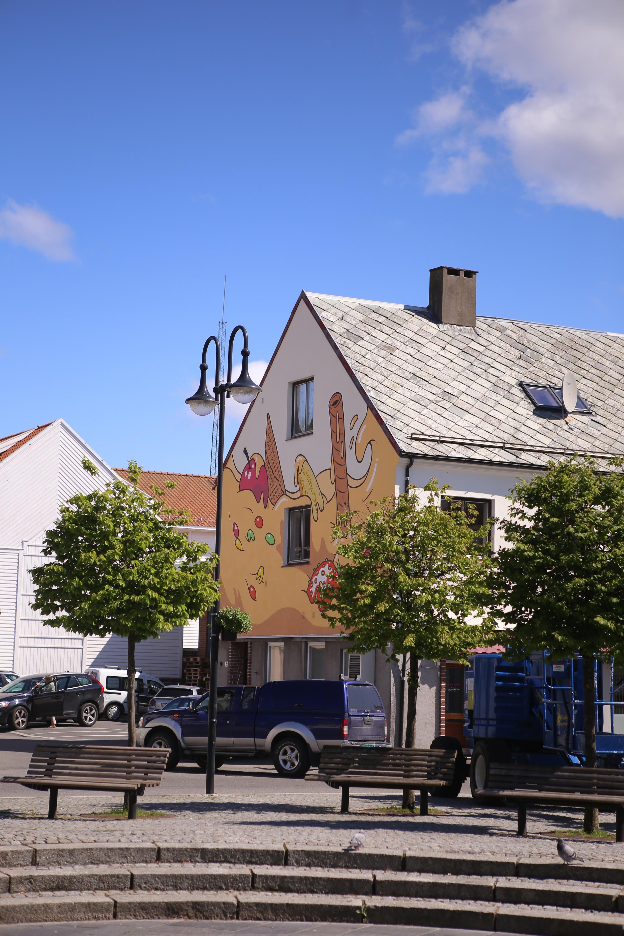 2015:  Frode Skaren . Kan ses fra Øvre park.