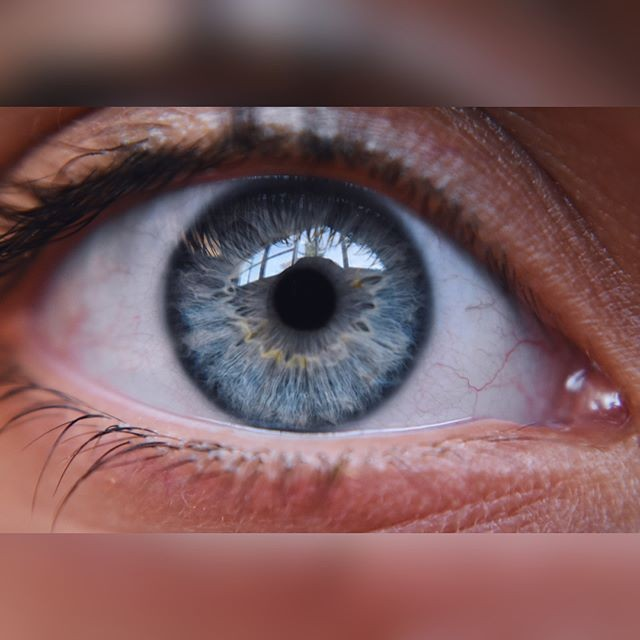 Isn't it what they say: The eye is the window to the soul. This one by @photaulegraphy with a #pocketlens #macro is cool.  #eye #closeup #soul #blue #crystal