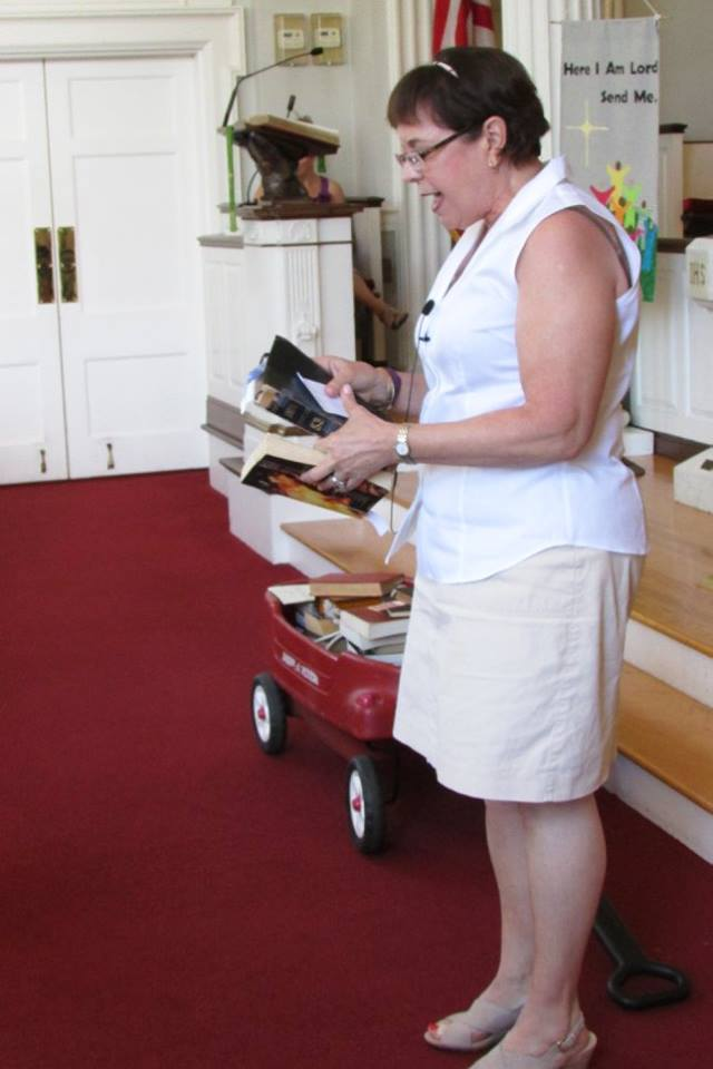 lynn with 3rd grade bibles.jpg