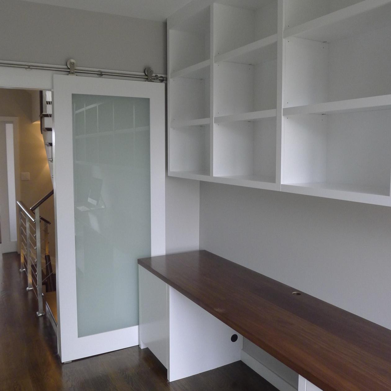 custom-office-shelving