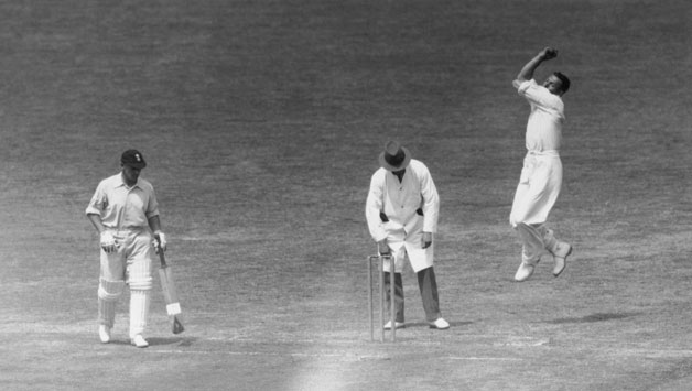 Arthur Wellard bowling against Surrey at The Oval, in June 1934 © Getty Images