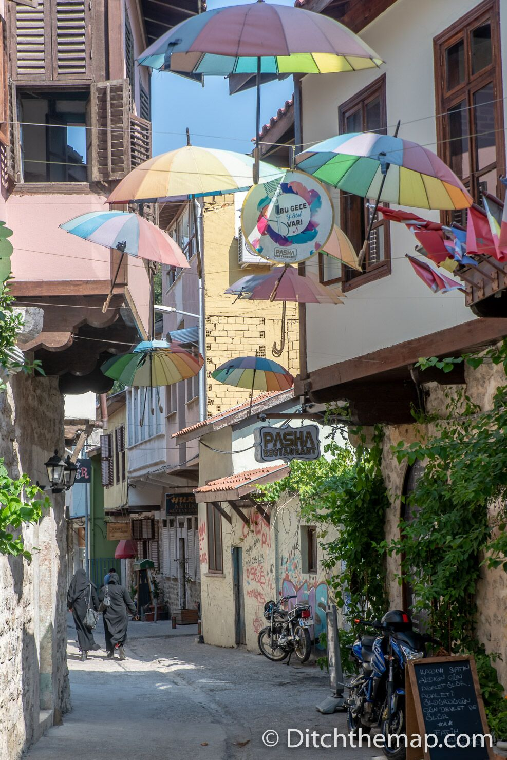 A colorful alley in Old Antakya