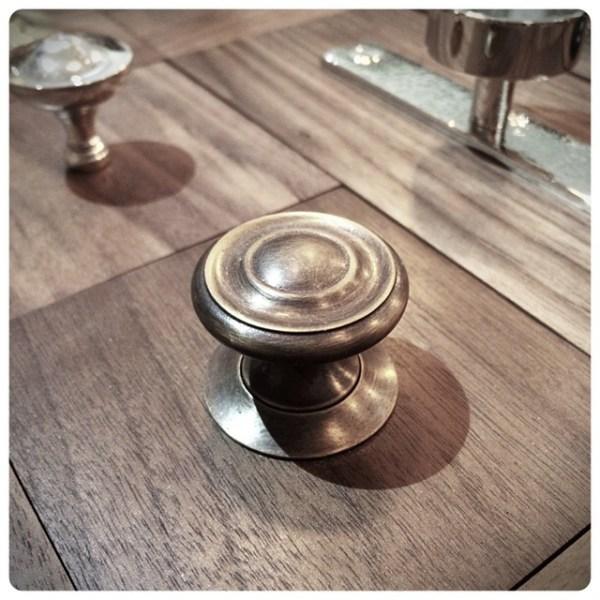 Cabinet-knob-wh-Georgian.jpg