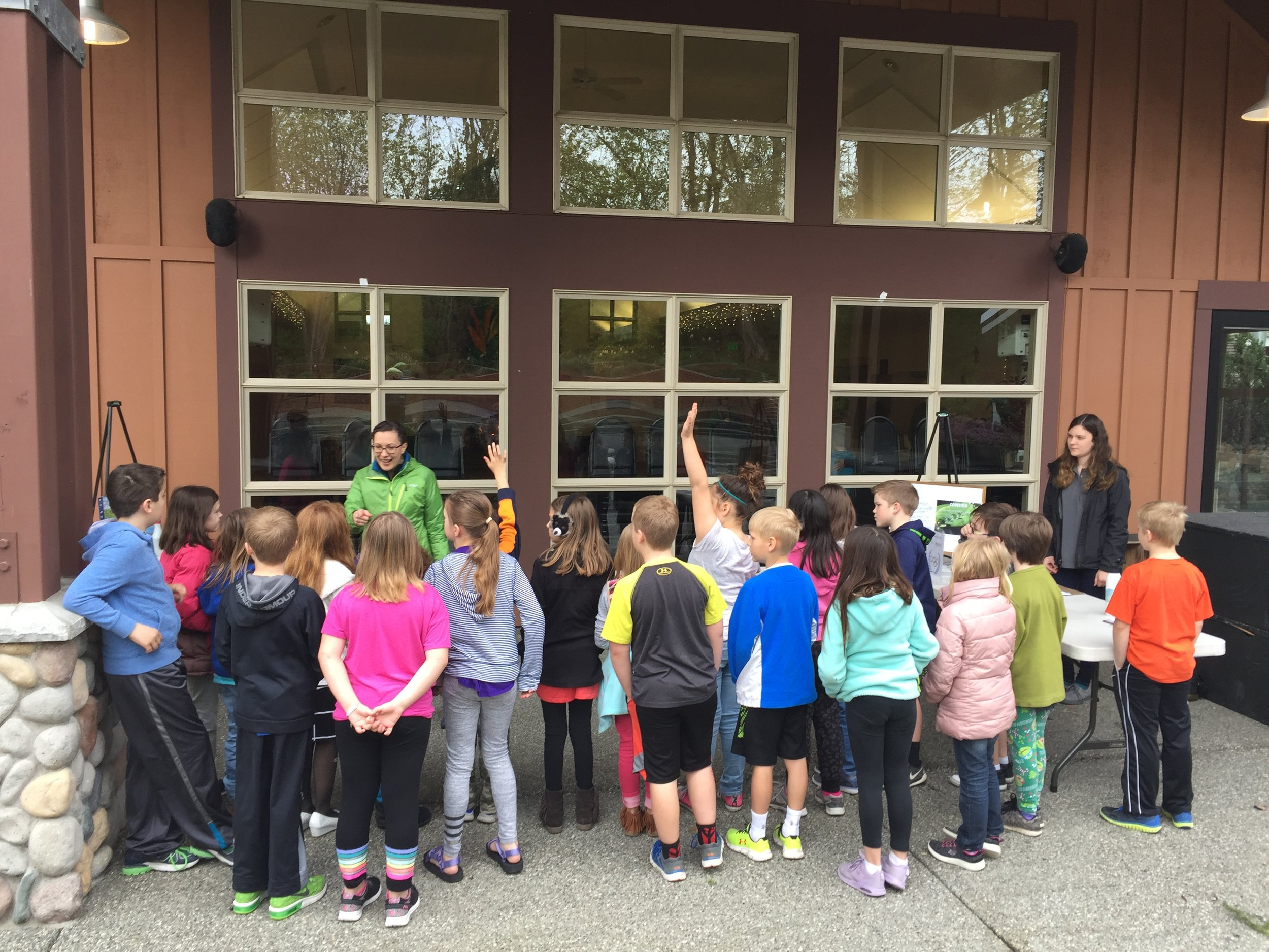 Outreach and Education Coordinator, Laura Goff welcomes a group of students at the beginning of the lesson.