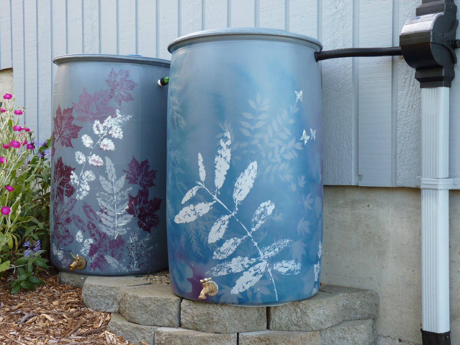 rain barrel - decorative (5).JPG