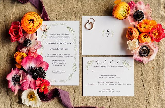 Living for these bold floral colors!Especially when paired with a classic & simple invite. Shot for @samstroudphotography | Planning @alittlepartyevents #weddingphotography #invitationsuite