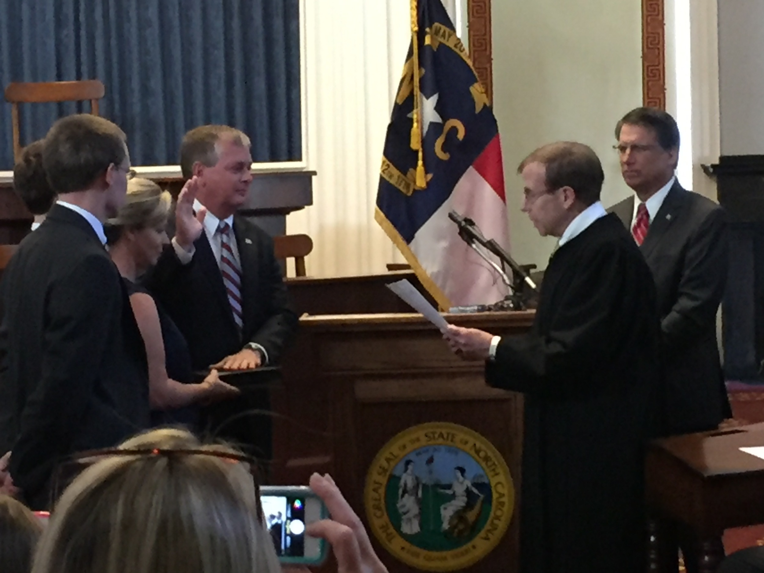 Justice Edmunds administers oath of office to Chris Estes, State Chief Information Officer, 20 October 2015.
