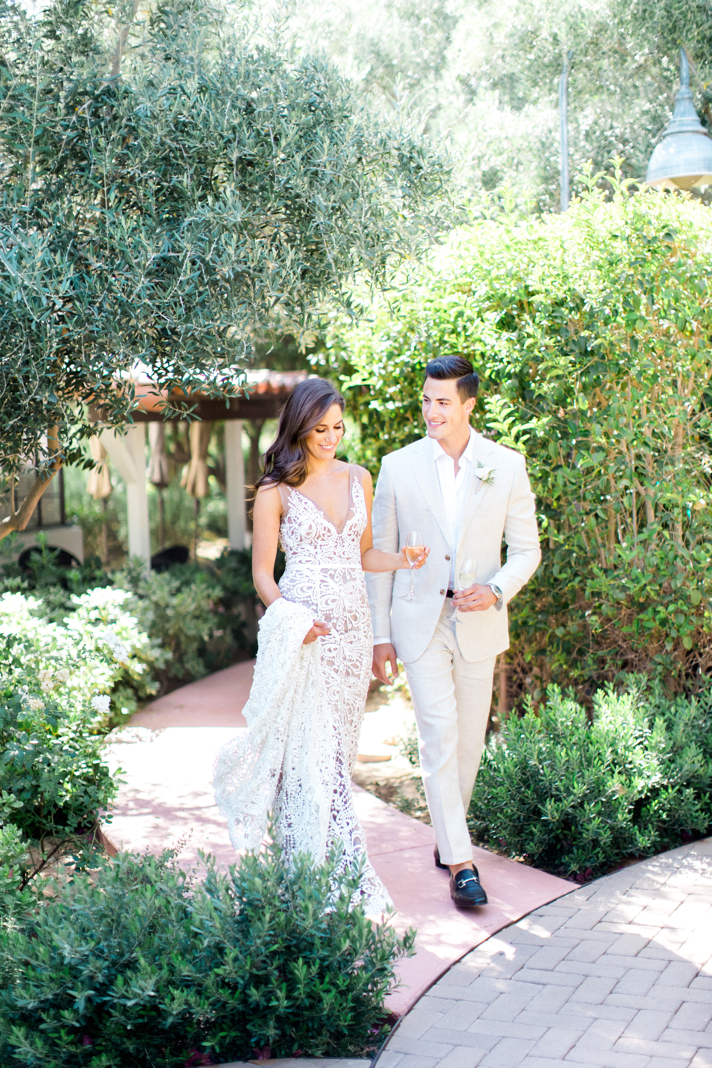 Natural green and white El Chorro wedding