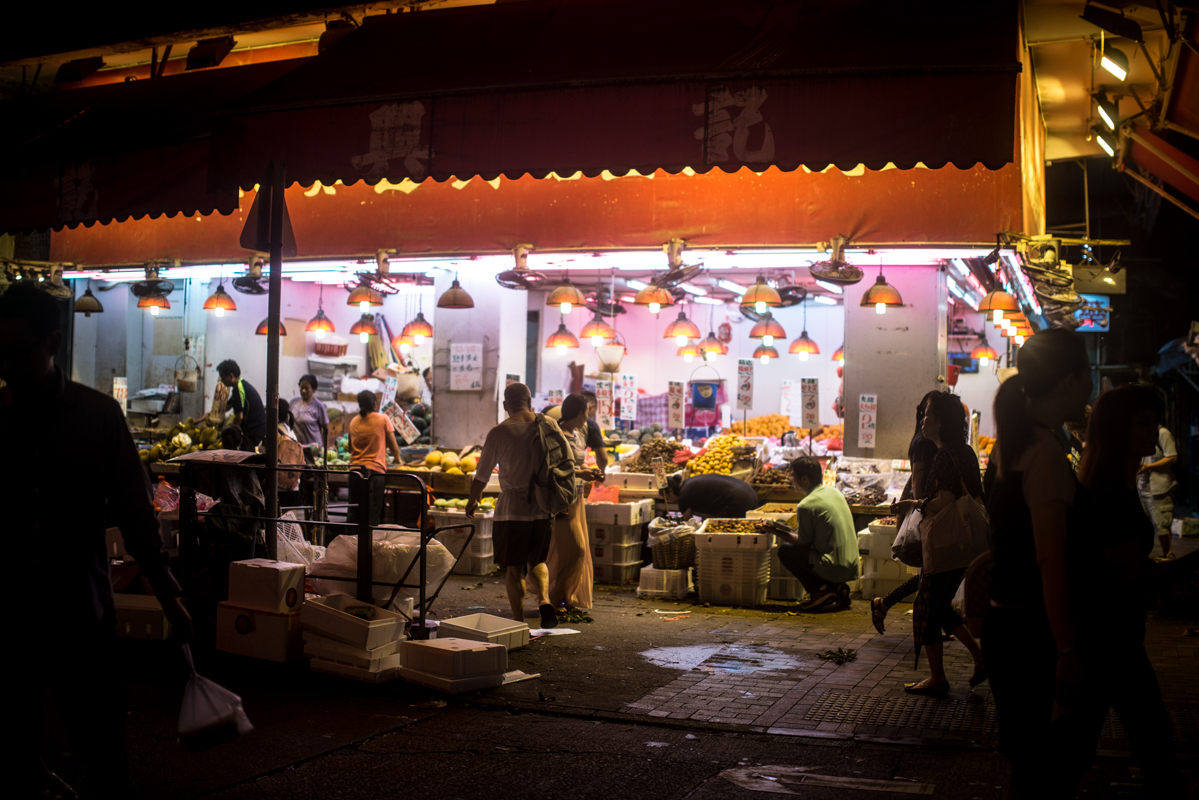 Sham Shui Po markets are open late into the night
