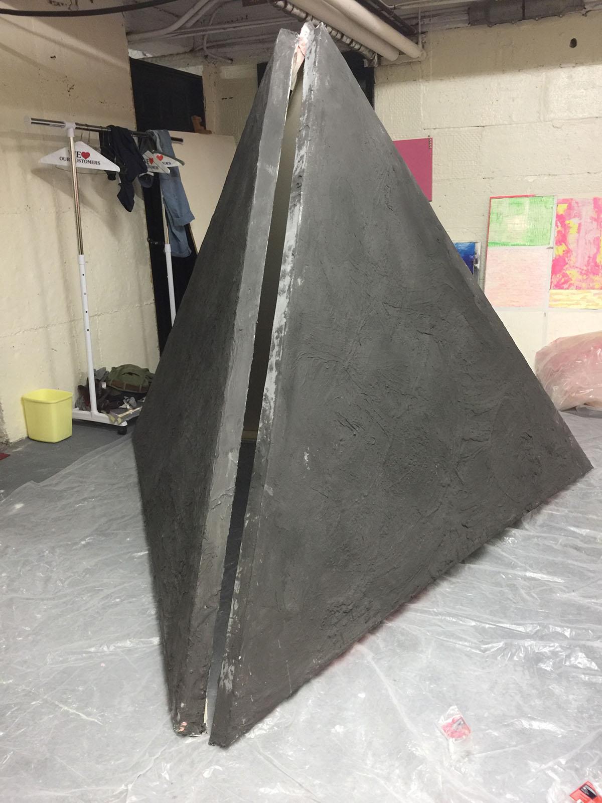 Sculpture under normal light, uncracked.