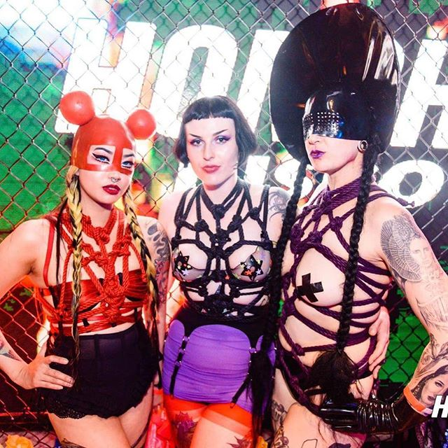 Happy Mardi Gras to my rainbow family! Still have a smile on my face from the gay xxxmas party we had at @honchodisko where we saw the queen @brookecandy ❤️🧡💛💚💙💜🖤 + Had the best time dance offs with @the_wrong_qu33n @hellcatlomax @_simonemaree + Much love to @garthknightart for our matching rope harnesses and @nange.magro_dead.lotus.couture  for our latex hoods.
