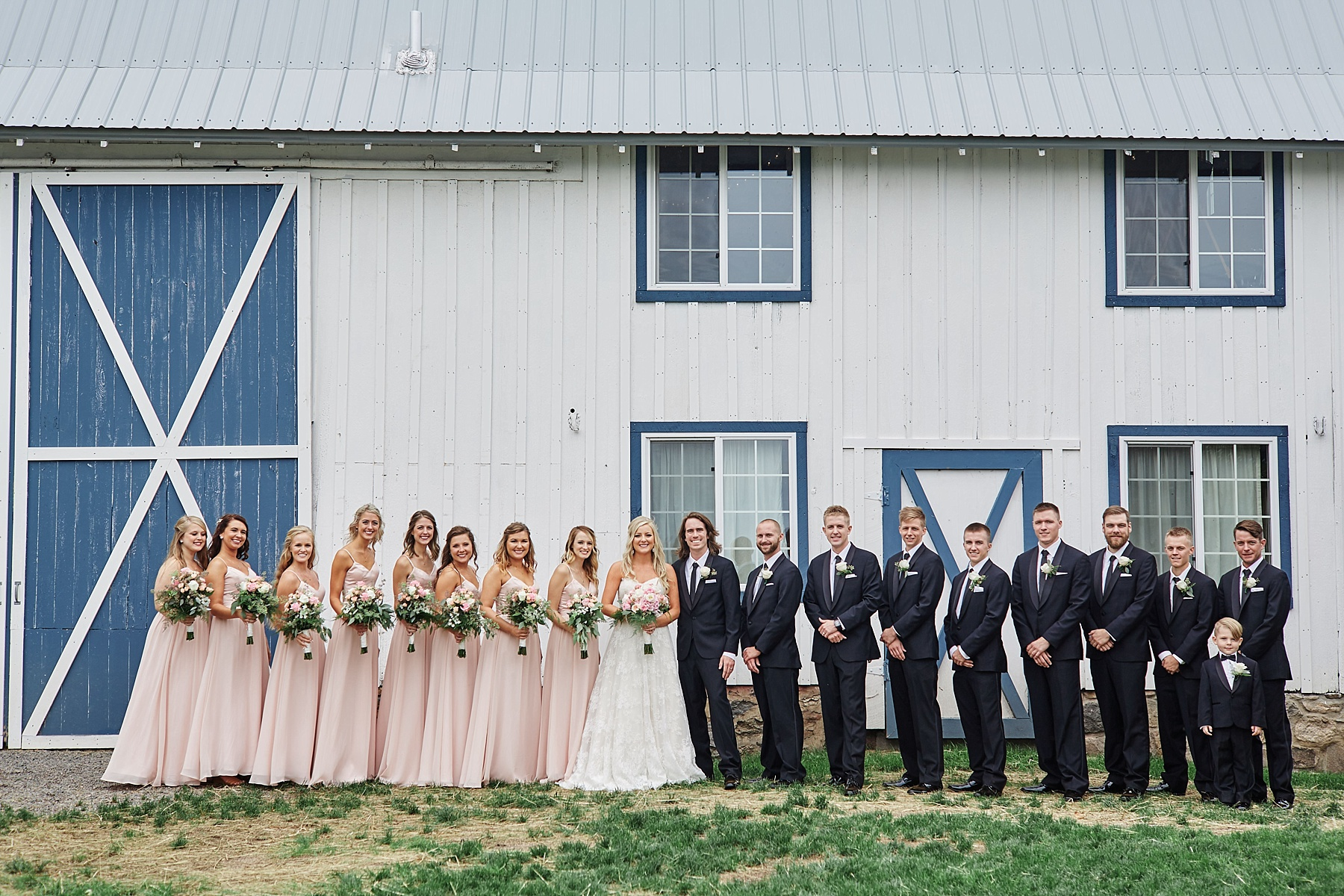 Bloom-Lake-Barn-Wedding-Schafer-Minnesota-Outdoor_0251.jpg