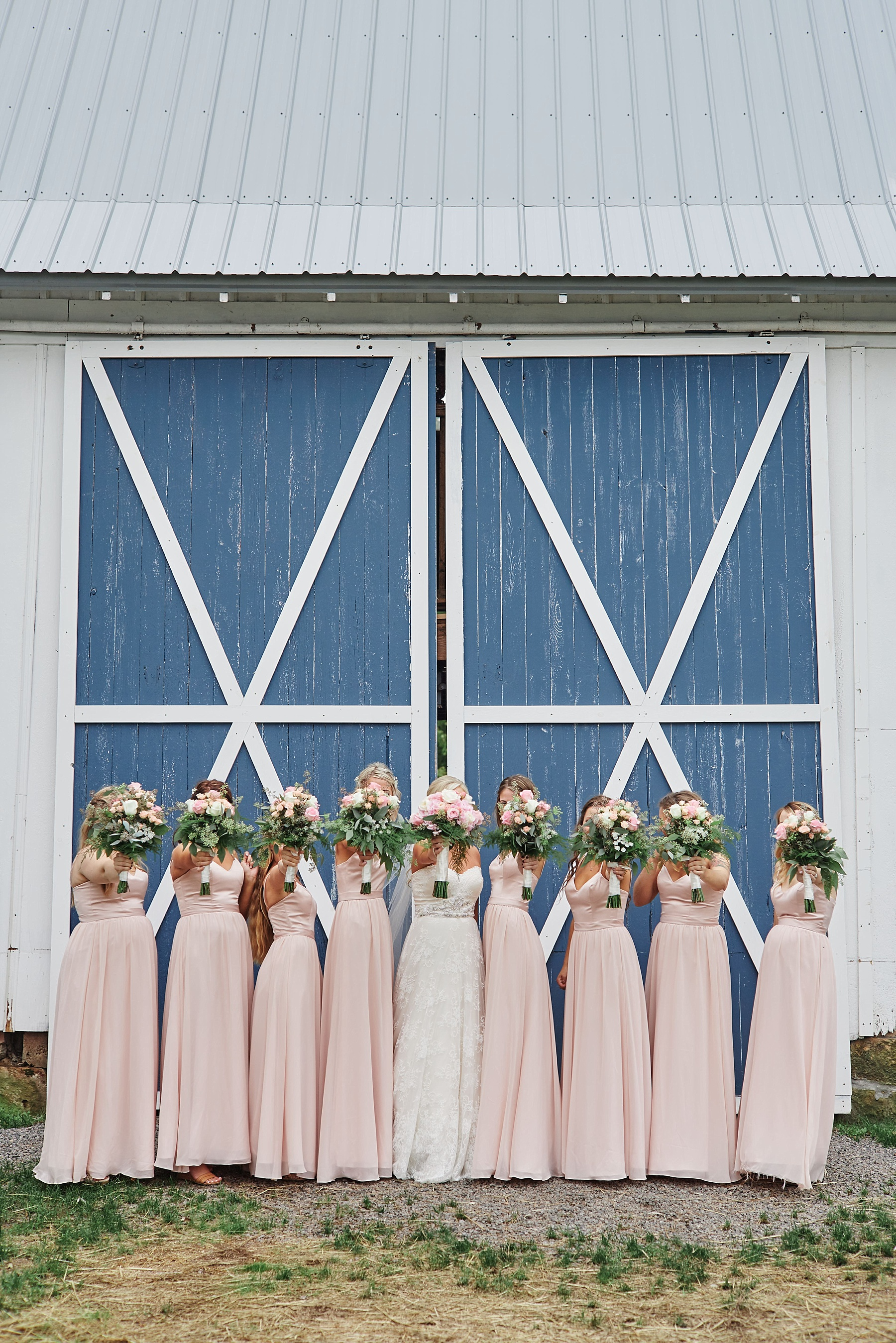 Bloom-Lake-Barn-Wedding-Schafer-Minnesota-Outdoor_0250.jpg