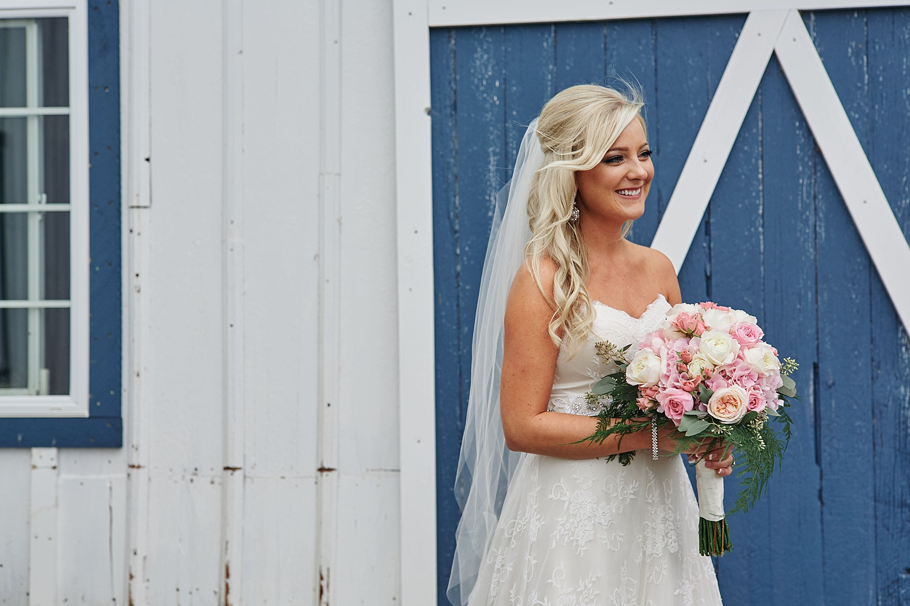 Bloom-Lake-Barn-Wedding-Schafer-Minnesota-Outdoor_0253.jpg