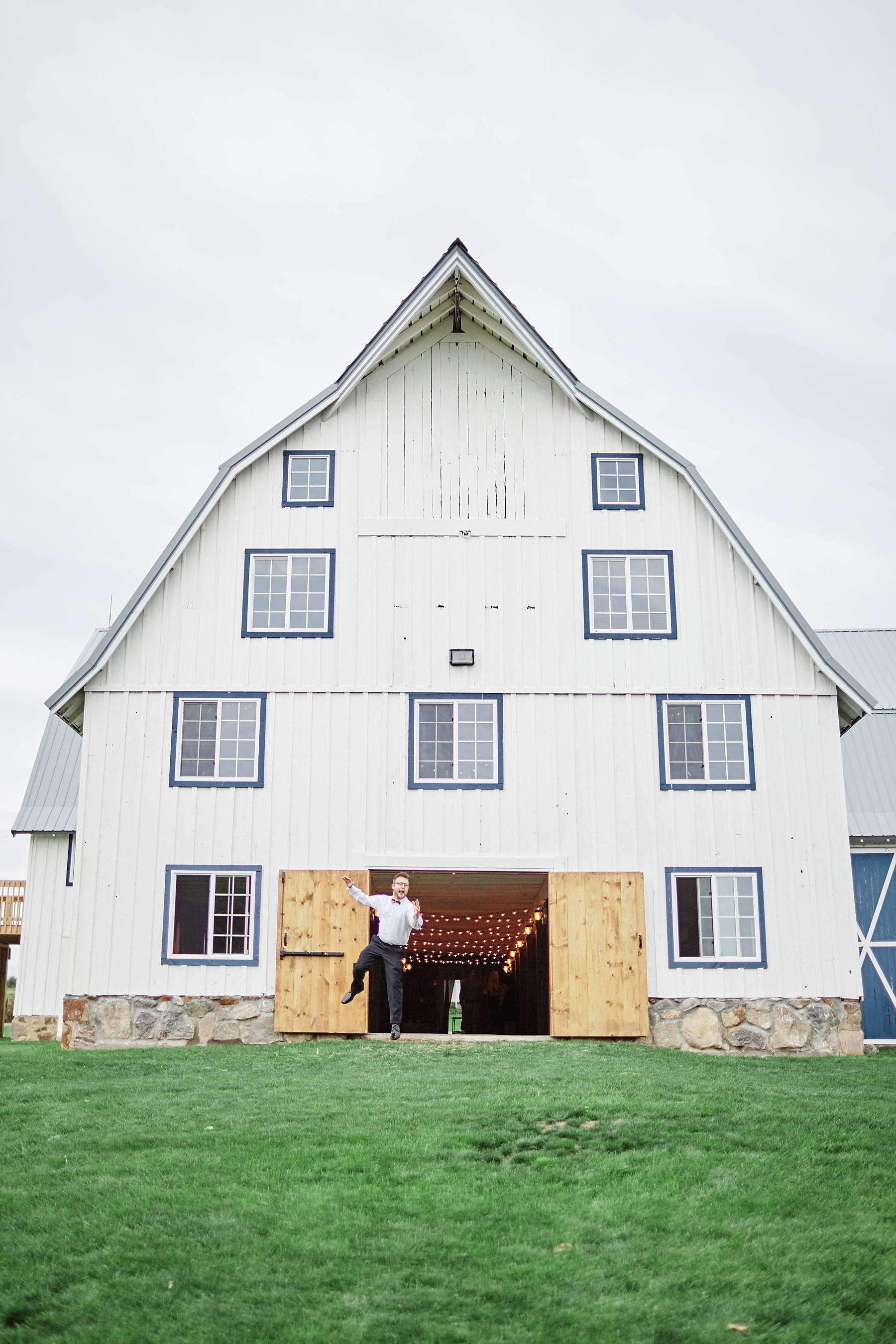 Bloom-Lake-Barn-Wedding-Schafer-Minnesota-Outdoor_0277.jpg