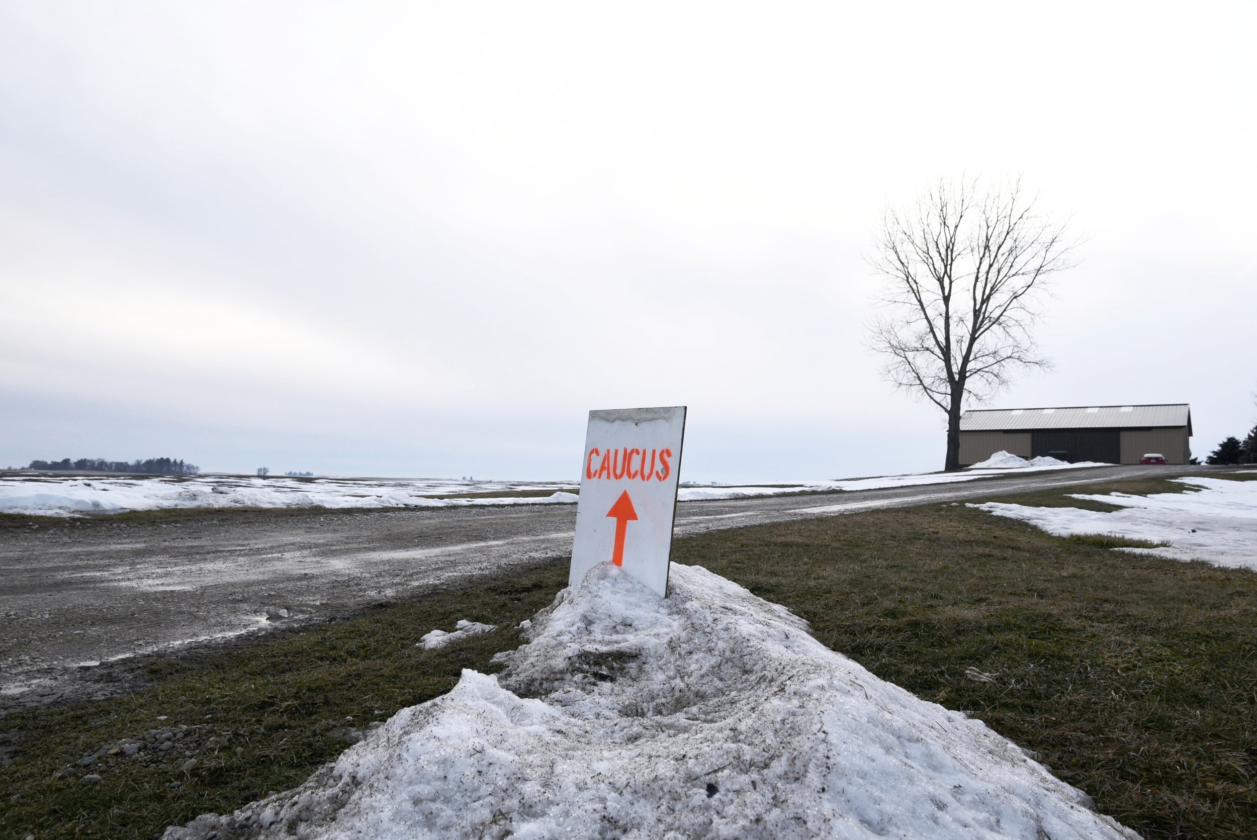 A sign directs caucus goers to the home of Gary and Mary Weaver in Rippey, Iowa February 1, 2016. REUTERS/Nick Oxford