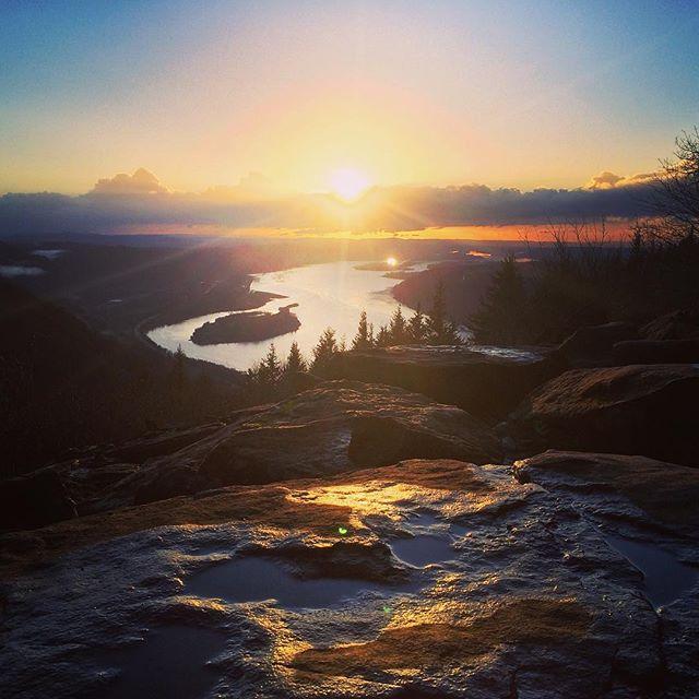 sunset gorge run.  #madebyTEAM #angelsrest #columbiariver