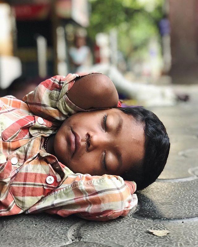SLEEPY // Sometimes you just have to crash on the sidewalk.  #mumbai #streets