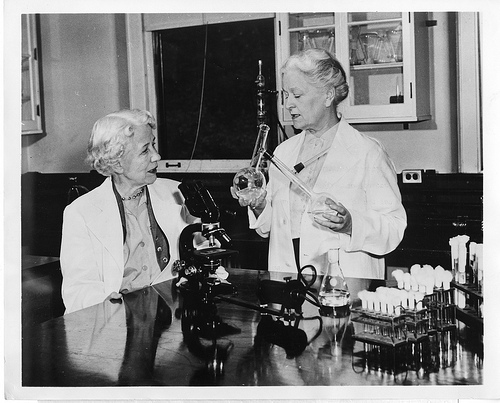 Elizabeth Lee Hazen and Rachel Fuller Brown. Courtesy Library of Congress.