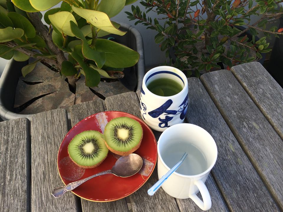 Fifty shades of green. Tea, kiwifruit, grisolinia, rata. And white straw for voice exercises.
