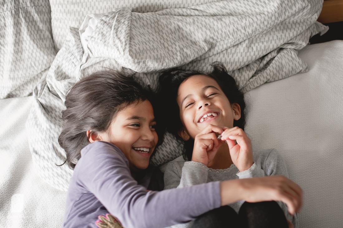 Juliette Fradin Photography ~ sisters lifestyle indoor Alexandria, VA