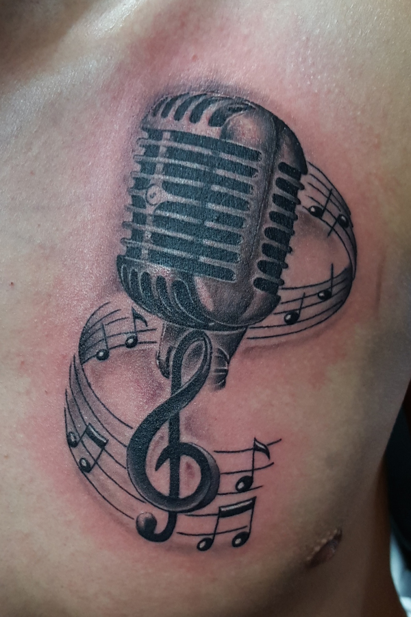 Microphone with musical notes