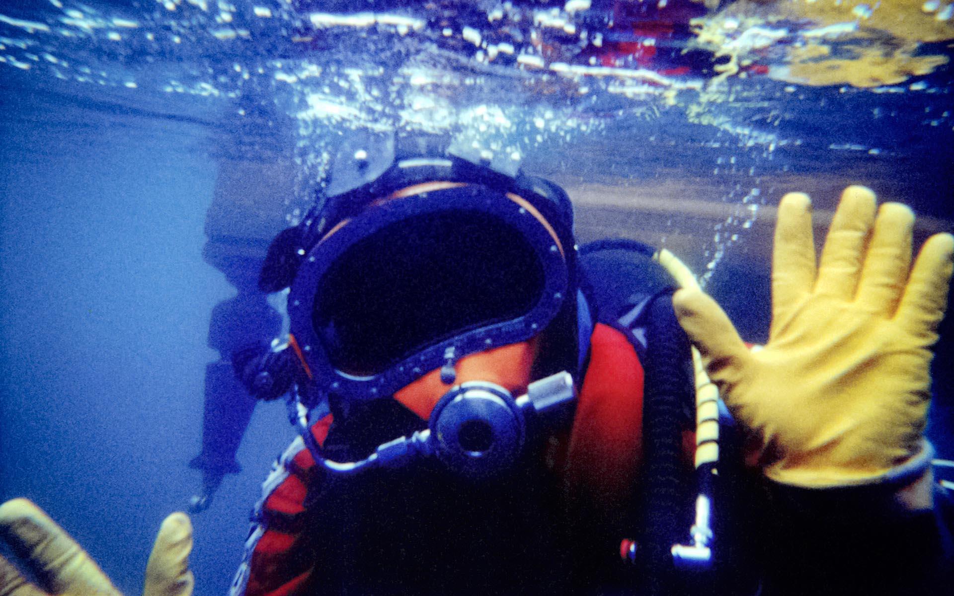 the piano underwater photo by kent miklenda 1920x1200.jpg