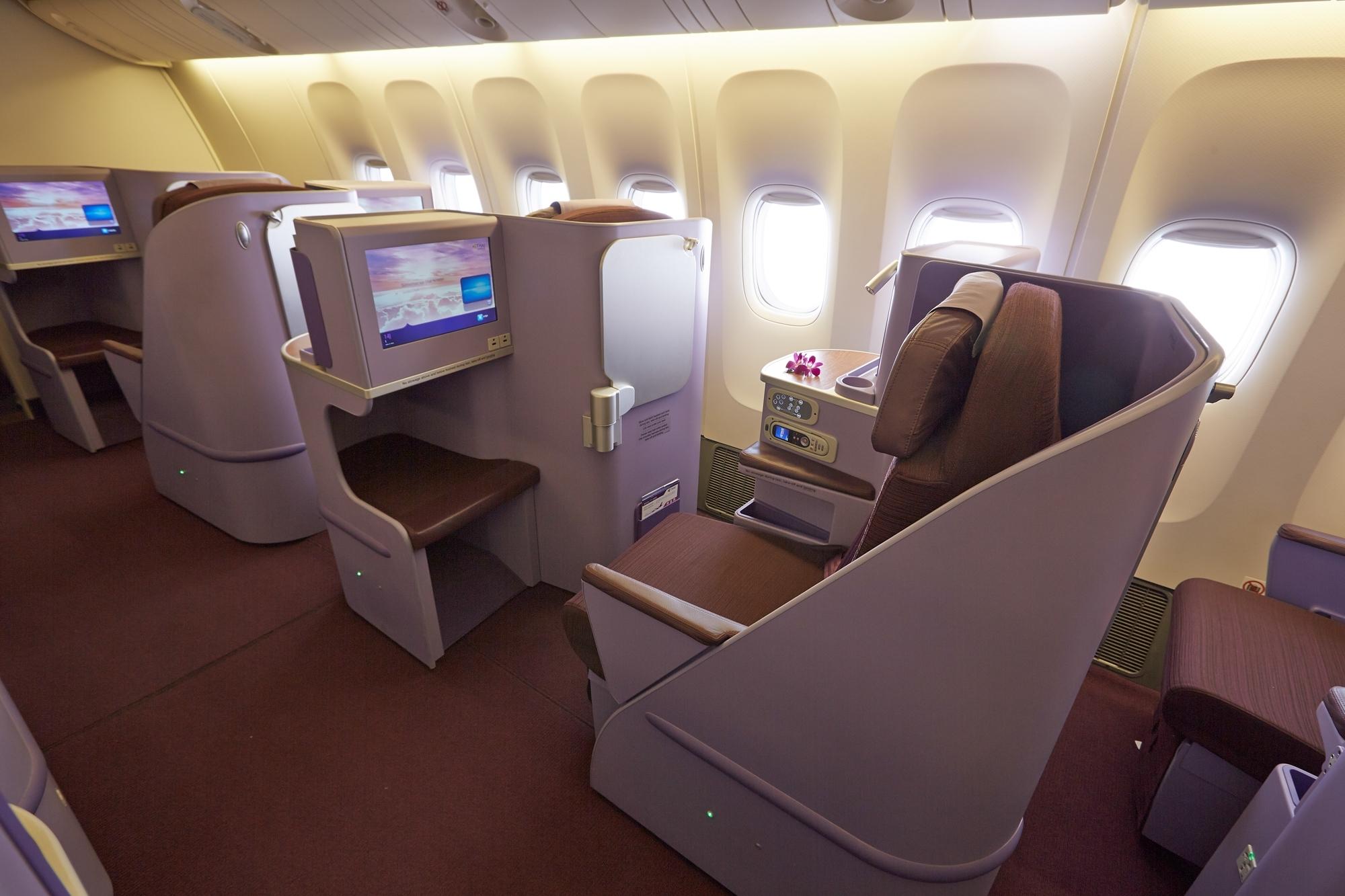 B777-300ER__Silk Class Seat_17_size_l.jpg