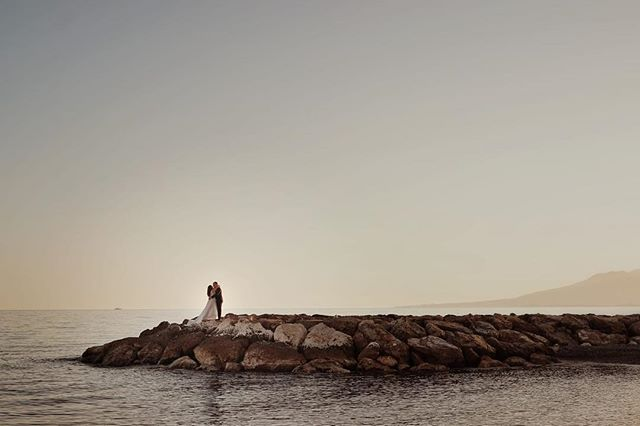 Es viernes!!! Descanso o aventura?? 🤔 . . Aun estamos pensando... 🤪 . . . . . #impulsatucreatividad #fotoyvideobodas #fotografodebodas #postboda #beach #playa #beloved #belovedstories #radlovestories #radlovers #junebugweddings #wildandfree #wildbride #noviosfelices #couplesgoals #fotografodebodas #videografo #videografodebodas #bodas2019