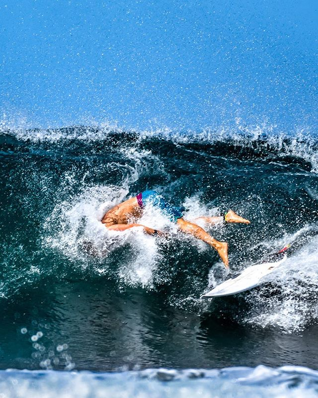 @hank_mitsch pitted, so pitted #mahalo#surfer#sunboyslovesets 📸: @jasperjarden