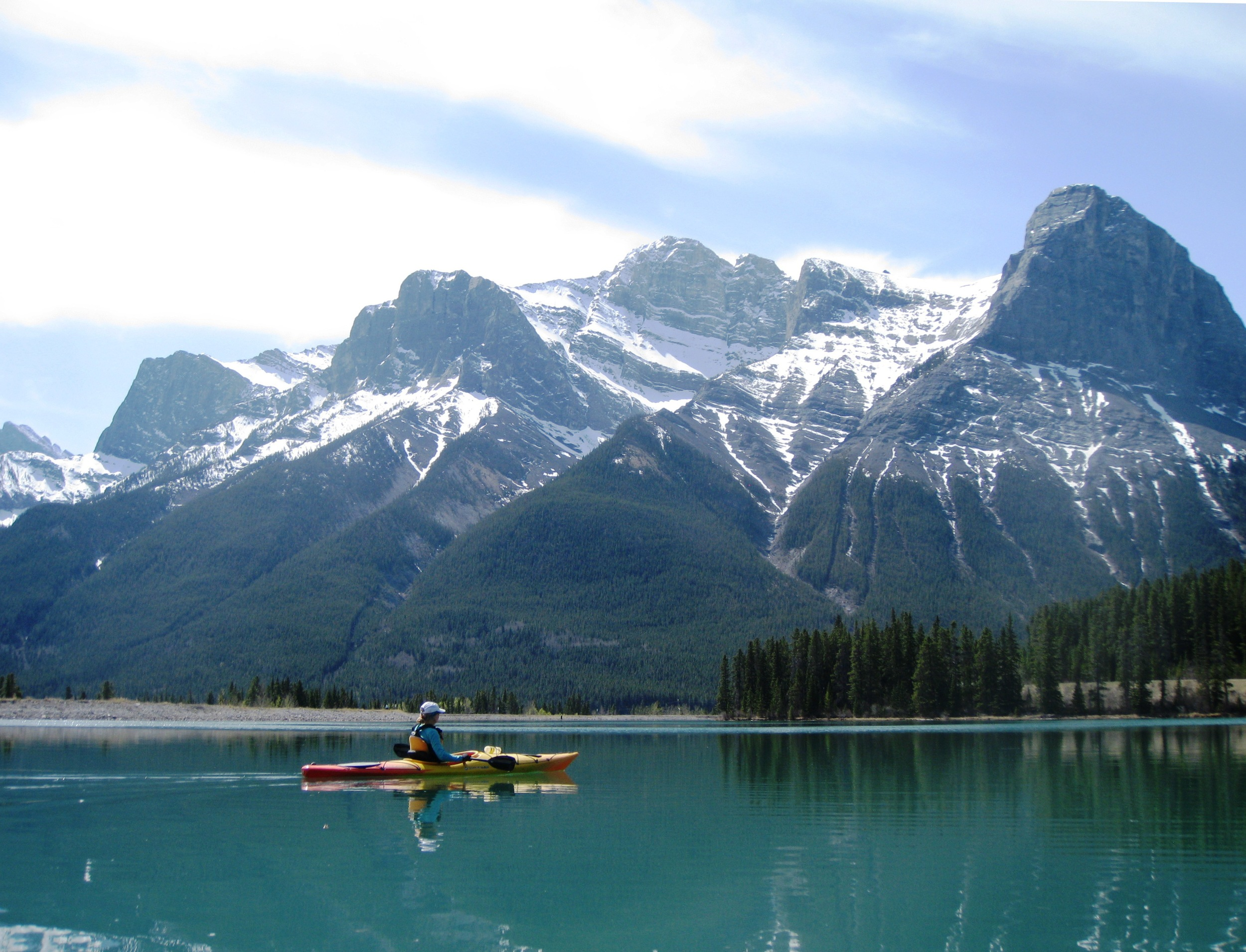 Forebay drifting, with Ha Ling and Lawrence Grassi peaks in the background